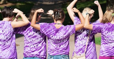 "Agnes Scott College students wear tee shirts that say ""Smart Women Sweat"""