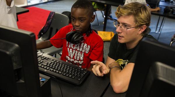 New College of Florida students volunteer in local schools